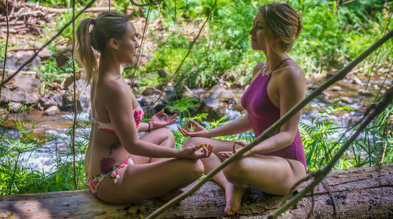 2 girls meditating